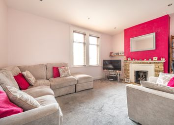 1 bed flat for sale in Crescent Road, London E18