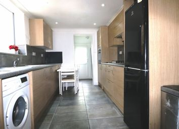 5 bed terraced house to rent in Huntings Farm, Green Lane, Ilford IG1
