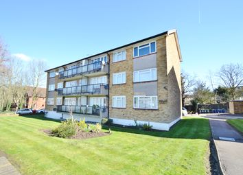 Thumbnail 2 bed flat to rent in Fairway Court, Great North Road, Barnet