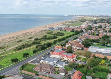 Sea Front, Hayling Island PO11. 2 bed flat