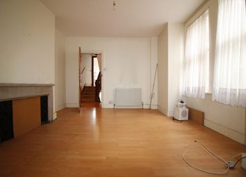 2 bed flat to rent in Worslade Road, London SW17