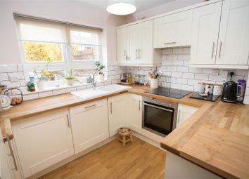 Thumbnail 4 bed property for sale in Warwick Row, Aylesbury