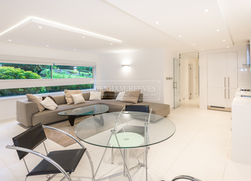 Thumbnail 3 bedroom flat to rent in Oakhill Park, Hampstead