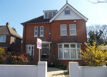 Thumbnail 2 bed flat to rent in Lake Avenue, Bromley