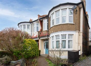 Lakeside Road, London N13. 3 bed flat for sale