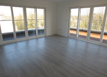 Thumbnail 3 bed flat for sale in Kingfisher Close, Warwick
