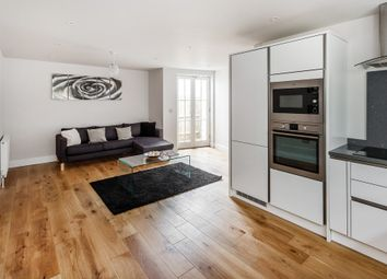 Thumbnail 2 bedroom flat for sale in Albert Road North, Reigate