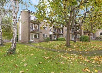 Lockesley Square, Lovelace Gardens, Surbiton KT6. 2 bed flat
