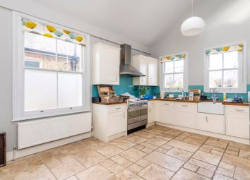 3 bed maisonette to rent in Jeddo Road, London W12