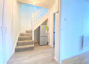 3 bed maisonette to rent in Columbia Road, London E2