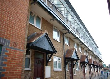 2 bed maisonette to rent in Tiptree Crescent, Clayhall, Ilford IG5