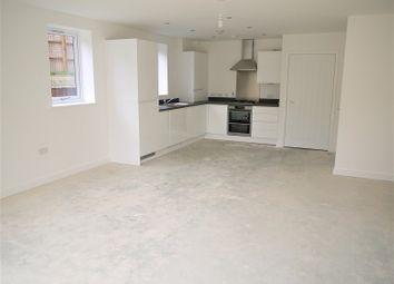 Thumbnail 1 bed property to rent in New North Road, Ilford, London.