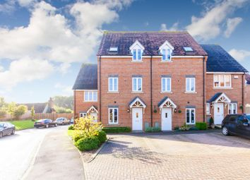 Thumbnail 4 bed town house for sale in Pembridge Gardens, Stevenage