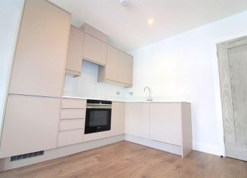 Thumbnail 1 bed flat to rent in High Street, Maidenhead