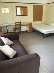 3 bed maisonette to rent in Beach Street, Sandfields, Swansea SA1