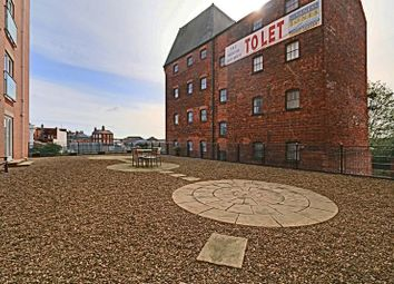 Thumbnail 2 bed flat for sale in Wincolmlee, Hull