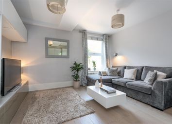 Minorca Road, Weybridge, Surrey KT13. 2 bed flat for sale