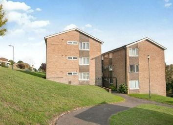 2 bed flat to rent in The Pastures, Downley, High Wycombe HP13