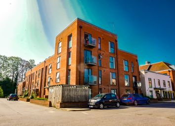 2 bed flat to rent in Candleford Court, Buckingham MK18