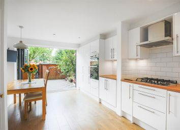 Thumbnail 3 bed town house for sale in Spirit Quay, London
