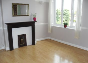 2 bed flat to rent in Penton Avenue, Staines TW18