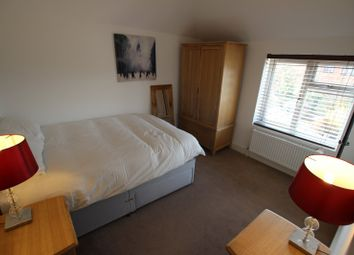Thumbnail Room to rent in St. John's Road - Room 3, Reading