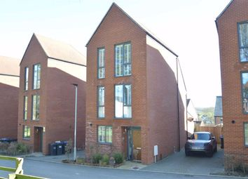 Keats Way, Coulsdon, Surrey CR5. 3 bed detached house for sale