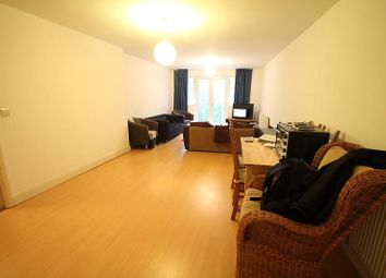 Thumbnail 1 bedroom flat to rent in Grovehill Road, Redhill
