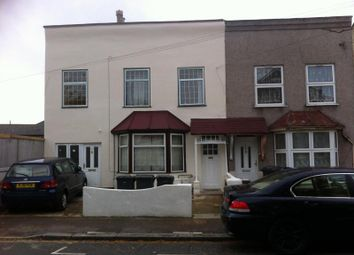 Thumbnail 2 bed flat to rent in Vicarage Road Leyton