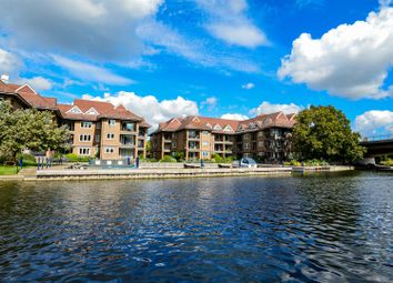 The Eights Marina, Mariners Way, Cambridge CB4. 3 bed flat for sale