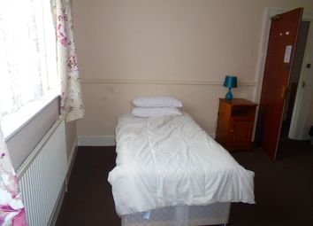 Thumbnail 6 bed terraced house to rent in Alexandra Road, Bedford