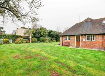 Thumbnail 1 bed flat to rent in Lock Road, Marlow