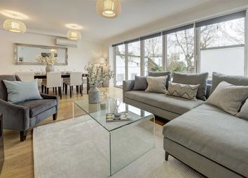 Thumbnail 5 bed property for sale in Queensmead, London