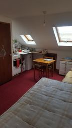 1 bed maisonette to rent in Victoria Avenue, Barking, Ilford IG11