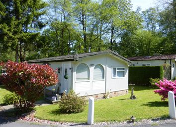 2 bed mobile/park home for sale in Woodpecker Way, Turners Hill Park, Turners Hill, Crawley RH10