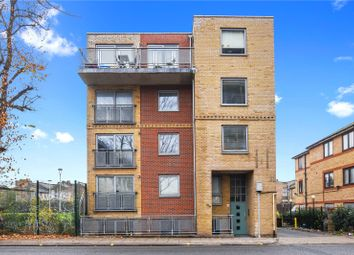 Thumbnail 2 bed flat to rent in Globe Road, London