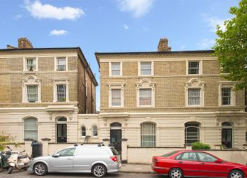 2 bed flat to rent in Cambridge Avenue, London NW6