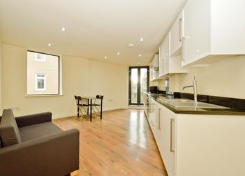 3 bed flat to rent in Martello Street, London E8