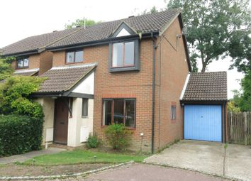 Thumbnail 3 bedroom detached house to rent in Acorn Close, Horley