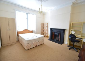 Thumbnail 3 bedroom flat to rent in 52Pppw - Fifth Avenue, Heaton