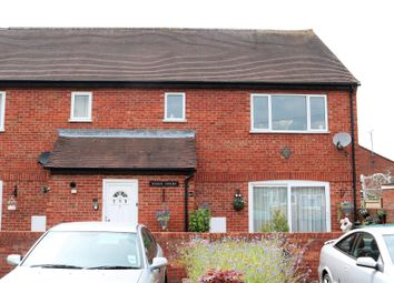 Thumbnail 2 bed flat to rent in Essex Road, Thame