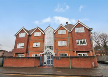 Thumbnail 2 bedroom flat to rent in Croydon Road, Reigate