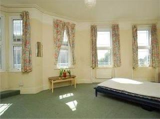 Thumbnail 5 bedroom flat to rent in Castle Hill Parade, West Ealing