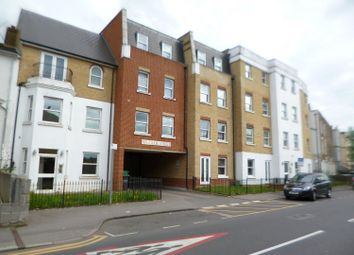 2 bed flat to rent in Wrotham Road, Gravesend DA11
