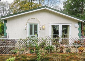 2 bed mobile/park home for sale in Linnett Close, Turners Hill, Crawley RH10