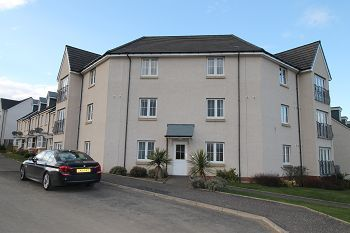 Thumbnail 2 bed flat to rent in Kenneth Place, Dunfermline