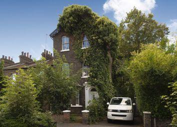 Winsor Terrace, Beckton, London E6. 4 bed end terrace house
