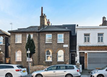 Lower Road, London SE8. 3 bed flat for sale