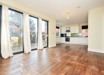 3 bed flat to rent in Plaistow Lane, Bromley BR1