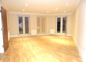 Thumbnail 2 bed flat to rent in Reet Gardens, Slough